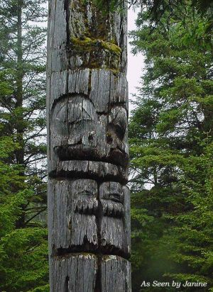 Haida Native Morturary Totem on Skung Gwaii, UNESCO World Heritage Site, Gwaii Haanas/ Queen Charlotte Islands